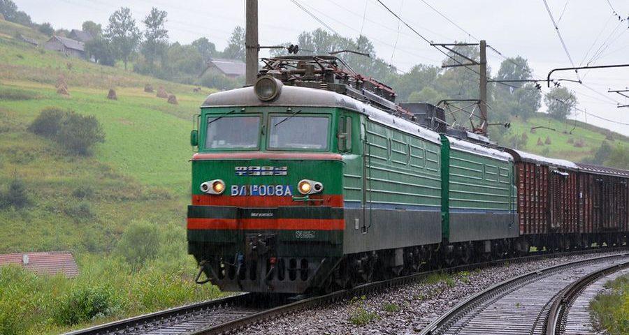 train 1 900x480 - За январь - апрель Юго-Западная жд перевезла более 9,5 млн тонн грузов